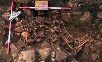 L'amore che non muore mai: abbracciati da 5800 anni