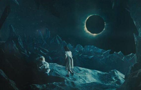 Bowie: l'ultimo disorientante addio alla Kubrick